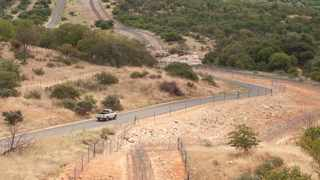 Beitbridge border road and fence separating Zimbabwe and South Africa. Picture: Henk Kruger/African News Agency (ANA)
