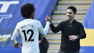 Arsenal's Spanish manager Mikel Arteta (R) celebrates with Arsenal's Brazilian midfielder Willian (L) after their win against Leicester City. Photo: Rui Vieira/AFP