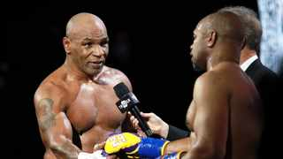 Mike Tyson (black trunks) shakes hands with Roy Jones, Jr. (white trunks) after their split draw during a heavyweight exhibition boxing bout for the WBC Frontline Belt at the Staples Center. Photo: USA TODAY Sports