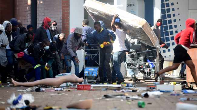 CHAOS: Zuma's detention sparked violent riots and looting in Kwa-Zulu Natal and parts of Gauteng. File Picture: Itumeleng English/African News Agency(ANA)
