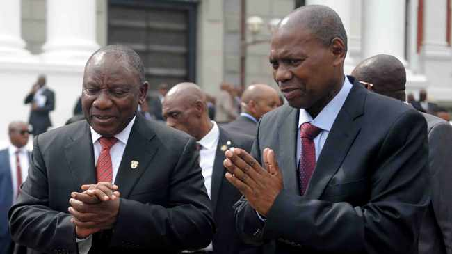 FILE – The Digital Vibes mess exposes the hypocrisy and shallowness of the anti-corruption narrative pursued by Ramaphosa, says the writer. President Cyril Ramaphosa and former health minister Dr Zweli Mkhize. 19.02.19. File photo: Ayanda Ndamane/African News Agency(ANA)