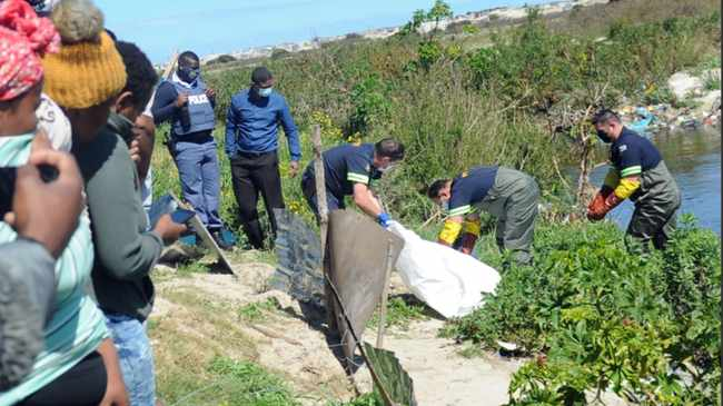 SEARCH: Body retrieval in Driftsands yesterday. Picture: Ayanda Ndamane African News Agency (ANA)