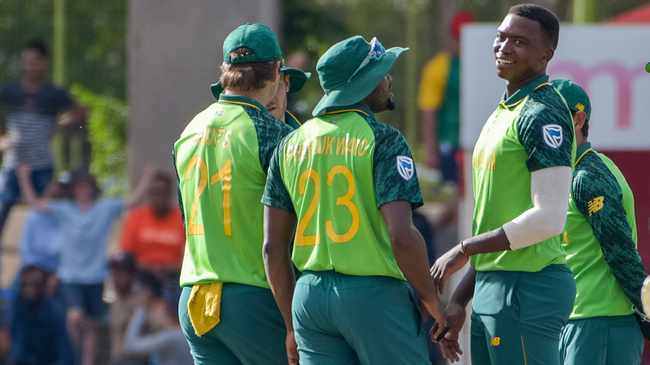 HAPPY CAMPER: Proteas yster Lungi Ngidi, right