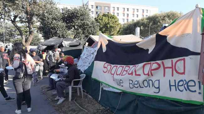 The City has been prohibited from interfering with the tent dwellers living on the pavement in Observatory in front of Arcadia Place. Picture: Sisonke Mlamla/Cape Argus