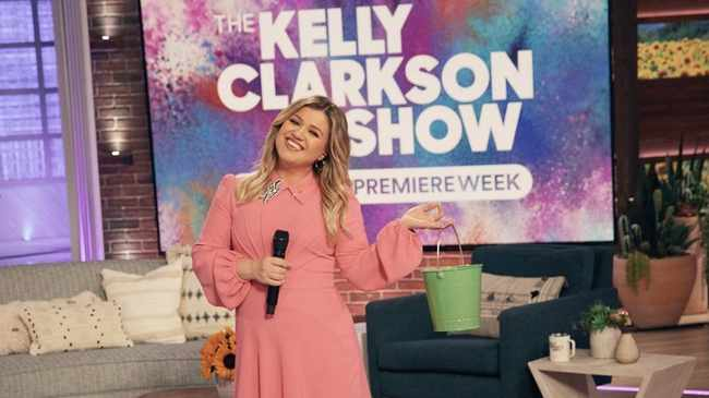 Kelly Clarkson sued by management over alleged unpaid commissions