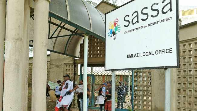 DURBAN 09-03-2017 R2K protesting outside of eMlazi SASSA Office on the Grant Issue. Picture by: Sibonelo Ngcobo