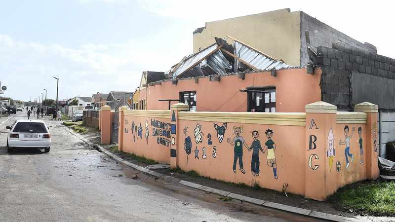 25945f42 ad43 5215 9d50 705502cdac92 - Homes damaged as strong winds and wet weather pummel Cape Town