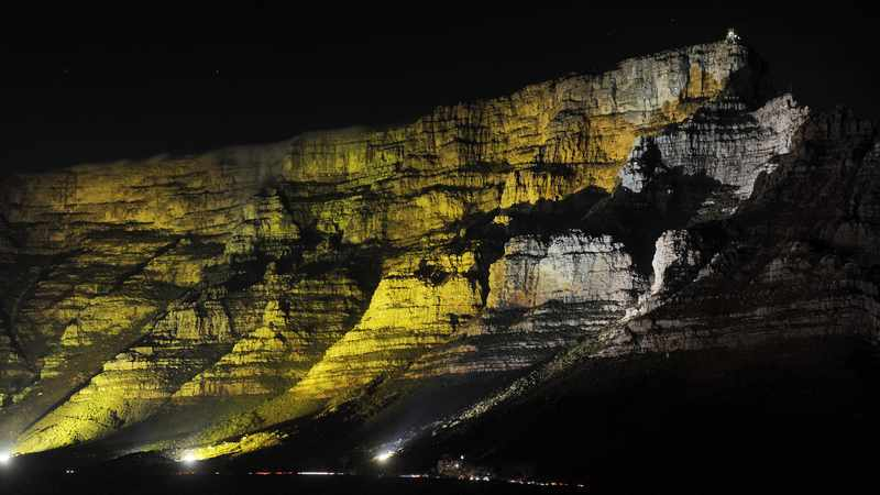 caa164b9 2862 5892 9316 e793f3aa3fe6 - Table Mountain lit in gold to create awareness of childhood cancer