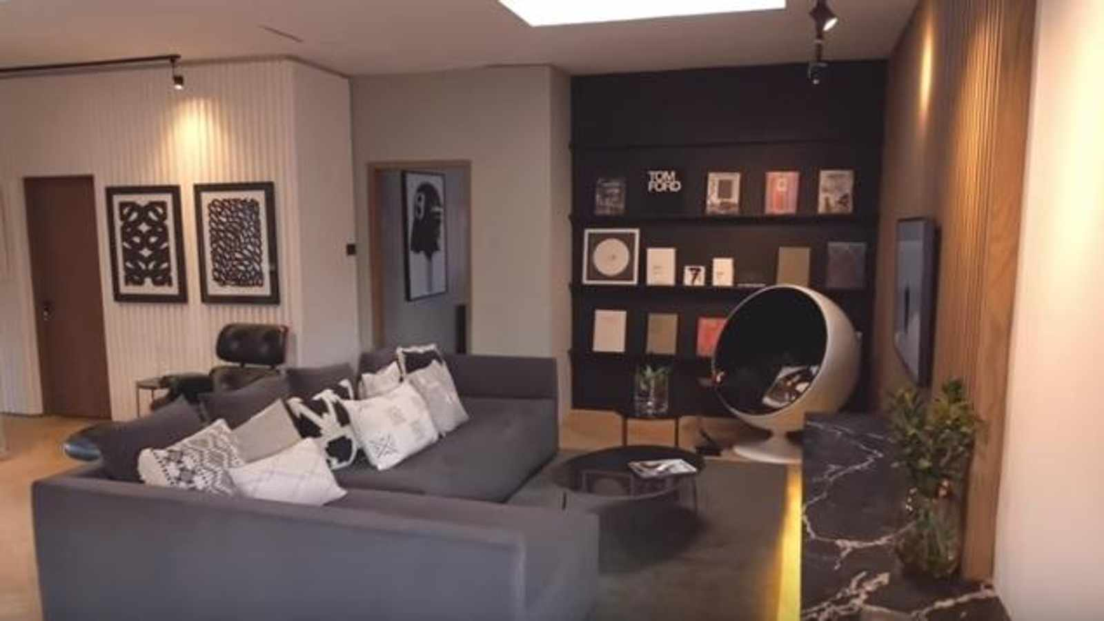 Tristan du Plessis creates a space with the feel of a New York penthouse