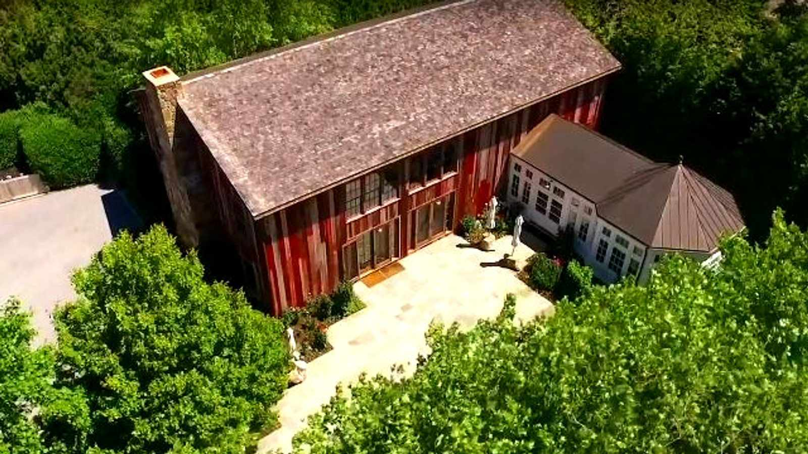 Inside a R400 M Hamptons Home with a Massive Finished Barn