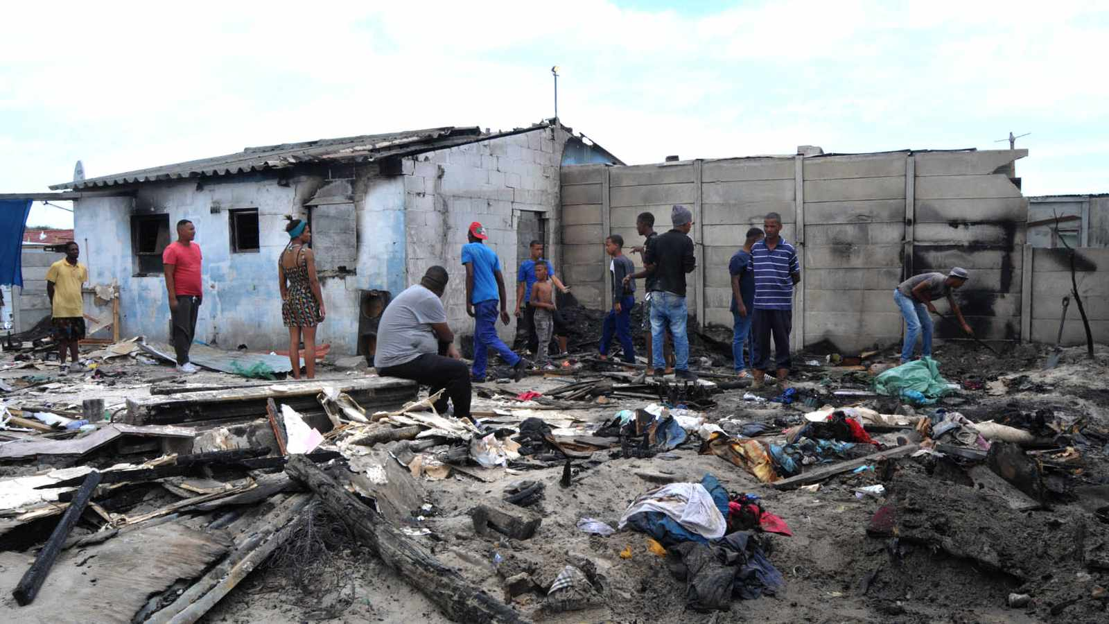 10 homeless as fire destroys house and 3 wendies
