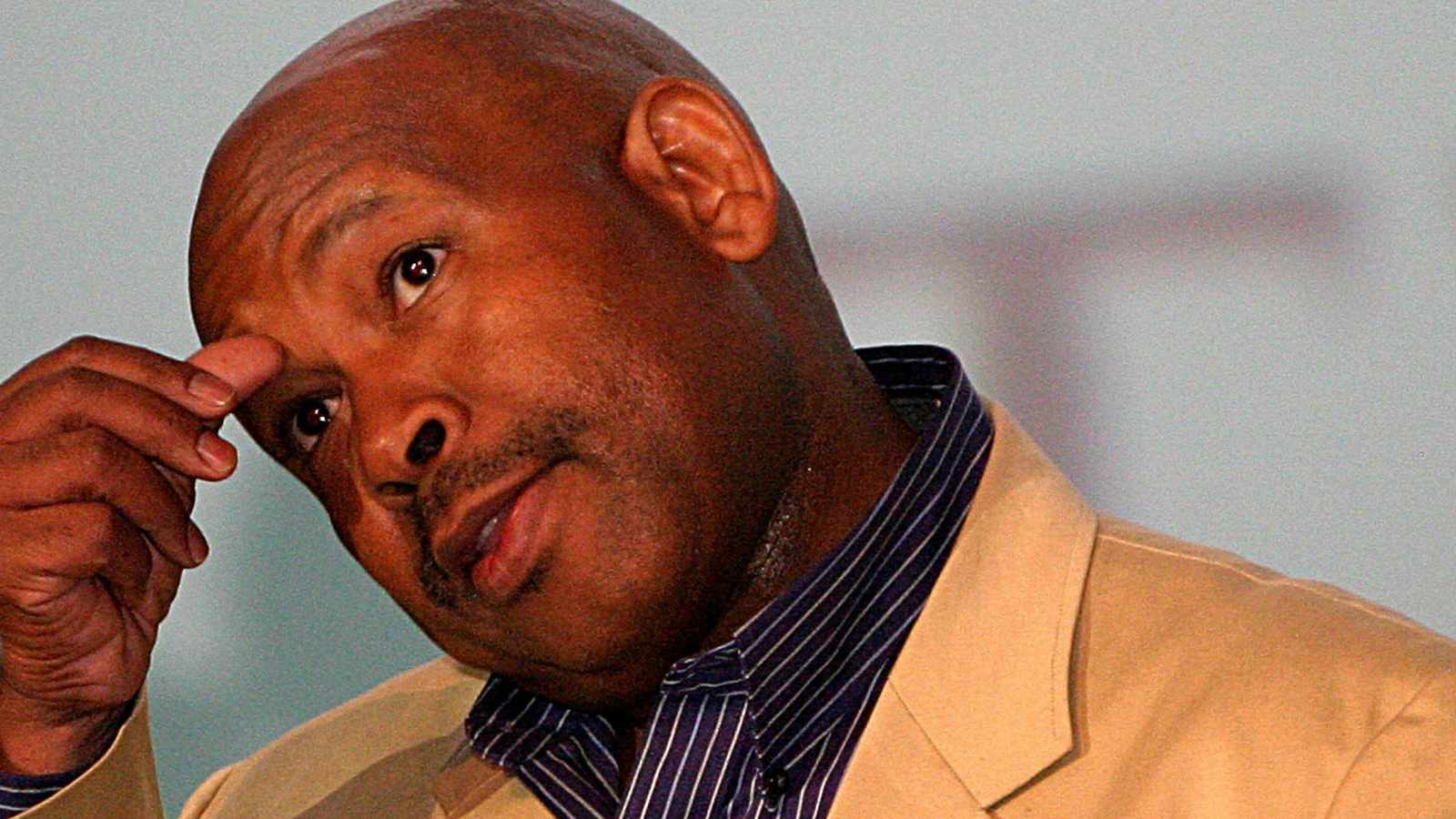 Eskom boss apologises and quits