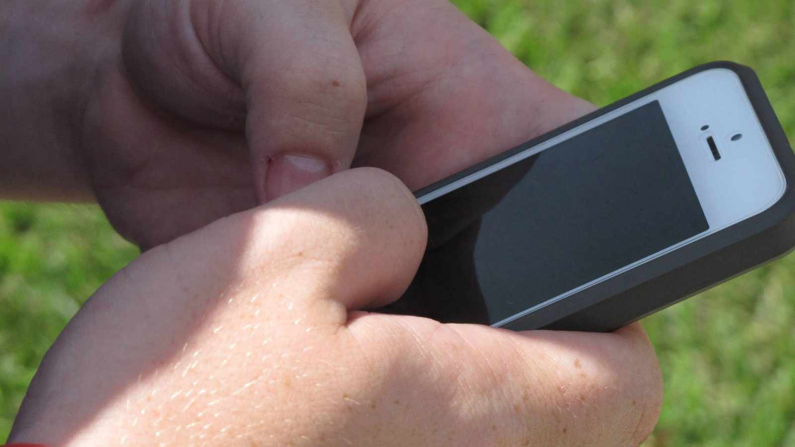 Children as young as 10 now sexting, unaware of consequences
