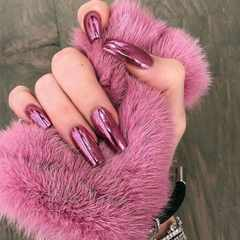 5 trendy glitter nails for the GLAMOUR Glow Getter