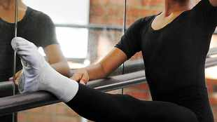 Rugby players encouraged to hit the barre to stay fit during lockdown