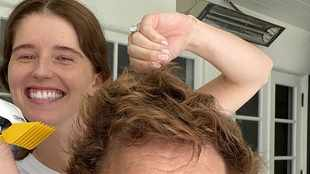 LOOK: Katherine gives hubby Chris Pratt a haircut whilst in lockdown