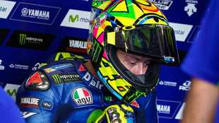 Rossi will try to race in Spain with a broken leg