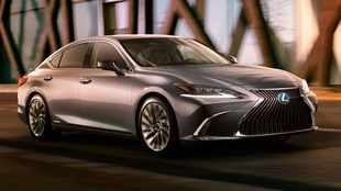 First picture: Lexus ES gets bold new look