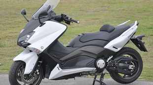 Yamaha TMax is a very smooth mover