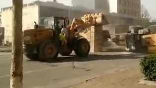 Forget road rage, check bulldozer battle!