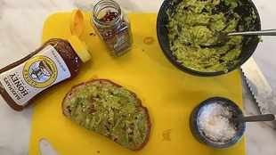 LOOK: Kylie Jenner adds honey to her avo and toast and fans are lapping it up