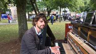 Branded a 'creep' for playing piano in park non-stop to win back lover