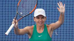 Top-seeded Simona Halep makes second round of Prague Open