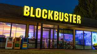 LOOK: Enjoy the ultimate movie marathon at world's last Blockbuster store in Oregon