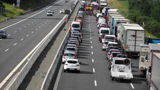 Australia's third-most-populous state of Queensland opened its internal border after a 15-week lockdown on Friday, with travellers stuck for hours in long traffic jams at checkpoints. Picture: Nicolas Armer/dpa via AP