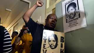 Azapo members commemmorate Steve Biko at the prison cell where he took his last breath at Kgosi Mampuru II Correctional Services. File picture: Oupa Mokoena/African News Agency (ANA)
