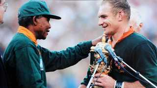 President Nelson Mandela presenting South African captain Francois Pienaar with the Rugby World Cup trophy. Photo: Duif du Toit/The Star /ANA Archives