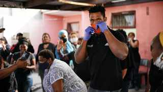x months ago Siya Kolisi led South Africa to Rugby World Cup glory, but is now fighting a new battle as he returns to his roots to help feed those left destitute by the effects of the COVID-19 pandemic in some of the country's poorest areas. Photo: Joanie Fredericks
