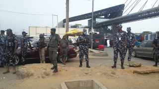 Twenty-seven Nigerian police officers have been assaulted by the public since the beginning of  the coronavirus lockdown, according to a police spokesperson. Photo/Twitter @PoliceNGLagos