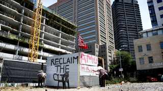 Unite Behind and Reclaim The City build shacks in the heart of the Cape Town CBD on a piece of land that was previously used as a parking space. Pictures: Brendan Magaar / African News Agency (ANA)