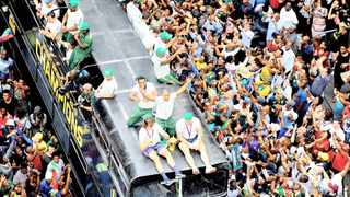 Thousands of supporters welcome the Springbok players during a bus parade in Joburg. Pn Saturday it is East London's turn. Picture: Nokuthula Mbatha/African News Agency(ANA)