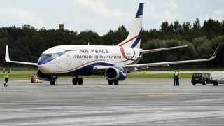 File photo: A Nigerian Air Peace Boeing 737 nearly crashed after its nose landing gear snapped during a hard landing north of Lagos. Picture: Wikimedia Commons