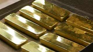 Bullion has surged 16 percent this year as the spread of the virus curbed economic growth, roiled markets, and prompted vast amounts of stimulus to be unleashed by governments and central banks. Photo:Bloomberg