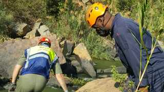 Mariannhill SAPS have opened an inquest docket after the body of an unknown man fell off a 400m cliff on Tuesday in the Luganda area. Pictures: Supplied