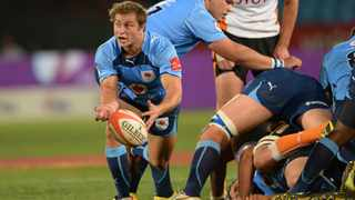 PRETORIA, SOUTH AFRICA - SEPTEMBER 07: Ruan Snyman of the Bulls spreads the ball during the Absa Currie Cup match between Vodacom Blue Bulls and Toyota Free State Cheetahs from Loftus Versfeld on September 07, 2013 in Pretoria, South Africa. (Photo by Duif du Toit/Gallo Images)
