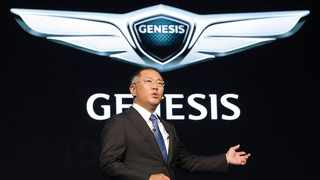 epa05010048 Hyundai Motor Vice Chairman Chung Eui-sun speaks about the automaker's future plans at a launching ceremony of the Genesis global brand in Seoul, South Korea, 04 November 2015. Chung said the independent brand will target the growing high-end vehicle market and expand its lineup to six by 2020.  EPA/YONHAP SOUTH KOREA OUT