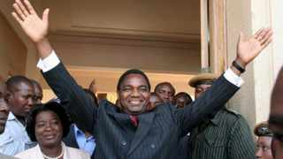 Zambia's United Democratic Alliance presidential candidate Hakainde Hichilema waves to his supporters as he leaves the supreme court in Lusaka after filing his nomination papers August 12, 2006. Zambia will hold its presidential elections on September 28, 2006. REUTERS/Salim Henry (ZAMBIA)