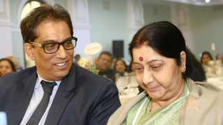 Independent Media executive chairman Dr Iqbal Survé speaks to India's Minister of External Affairs, Sushma Swaraj, at the Mahatma Gandhi commemoration dinner in Pietermaritzburg on Wednesday. Picture: Bongani Mbatha/African News Agency (ANA)