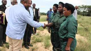 Mozambican President Filipe Nyusi shakes hands with Renamo fighters. Picture: Zitamar.com/ President's Office