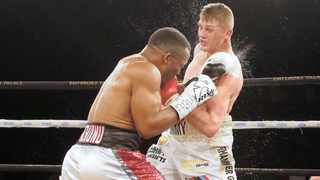 Thabiso Mchunu and Tommy Oosthuizen battle it out on Saturday night. Photo: Christo Smith/BackpagePix