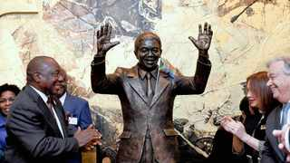 There has been a backlash on media platforms to the Mandela statue, which was unveiled at the UN in New York on Monday, with some saying it does not resemble the late global icon.     Yandisa Monakali/Dirco News Service
