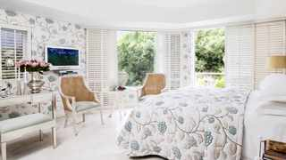 Each room is individually designed and beautifully furnished, offering views of the ocean or the mountain.