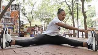 Health and fitness writer Viwe Ndongeni limbers up for the Two Oceans half marathon.     Ian Landsberg African News Agency (Ana)