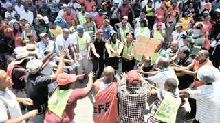 A file picture of security guards demonstrating outside Tshwane House demanding to be hired without being subjected to interviews.    Picture:  African News Agency (ANA)