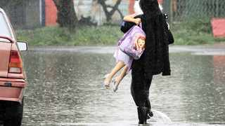rain lashed the Western Cape yesterday with reports of flooding across the province.     Tracey Adams African News Agency (ANA)