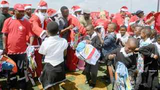 Muzomuhle Primary School pupils receive gifts donated through the Delivering Happiness to Diepsloot project. Karen Sandison African News Agency (ANA)
